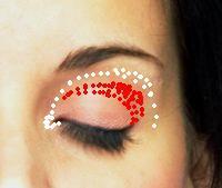дымчатый макияж - затемнение складки века