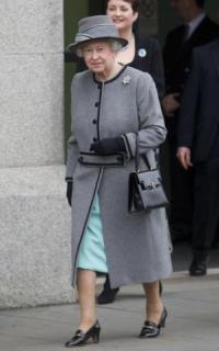 Пальто королевы в стиле Шанель